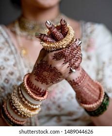 Pakistan Indian Bride wearing Gold bangles jewelry