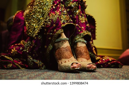 Pakistani Bridal showing wedding sandals shoes and foot mehndi design