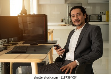 pakistani business man with a smartphone