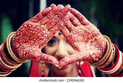 Pakistani Indian bridal making a heart shape and Mehndi design & Jewelry Karachi, Pakistan, September 01, 2018