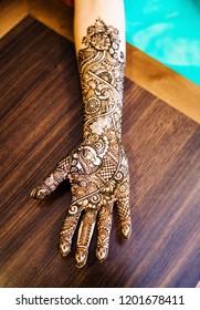 Pakistani Indian bridal showing Mehndi Design and wedding bangles and rings