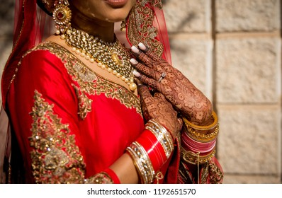 Pakistani Indian bridal showing wedding Necklace, earrings, bangles, rings jewelry and mehndi design