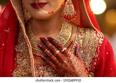 Pakistani Indian bridal wearing Necklace and earring, Bridal showing wedding necklace and nose ring Karachi, Pakistan, 01 January 2021