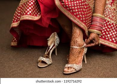 Pakistani Indian bridal wearing Sandal shoes and foot mehndi design