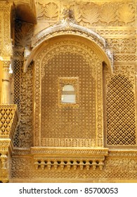 """Palace of the Maharajah in Jaisalmer, the magnificent """"Golden City"""" in the heart of Rajasthan (India), surrounded by the desert of Thar"""