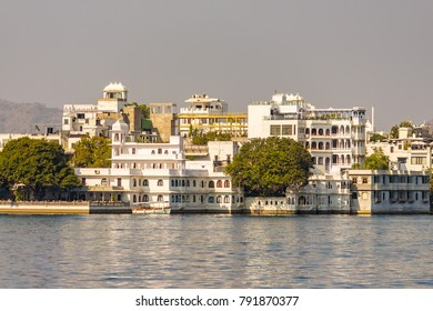 Palaces in lake Pichola, Udaipur, Rajasthan, India, Asia.