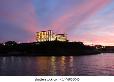 Palais du Pharo: Pharo Palace in Marseille by night, France