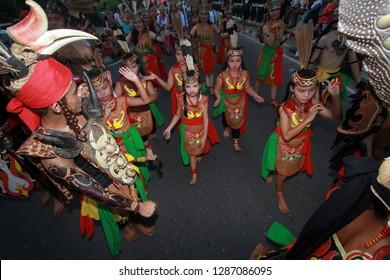 Palangkaraya - May.18: Attractions Dayak tribe dancers at the Isen Mulang Festival on May 18.2016, Palangkaraya, Central Kalimantan, Indonesia