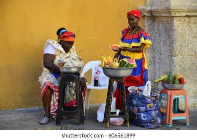 Palenqueras in the Old Town - February 2017 - Cartagena, Colombia