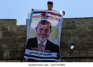 Palestinians put a picture of Egypt's first popularly elected president Mohamed Morsi, after hearing the news of his death in court session, in Gaza Strip, on June 18, 2019. Photo by Abed Rahim Khatib