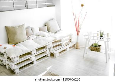 pallet interior home behind