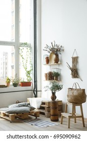 Pallet interior home - white and bright sunny room