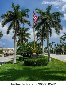 """PALM BEACH, FLORIDA - SEPTEMBER 6, 2021: United States Bicentennial (1976) """"gold eagle"""" monument located at Royal Poinciana Way in Palm Beach, Florida"""