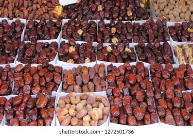Palm dates fo sale in a traditional craftsman market
