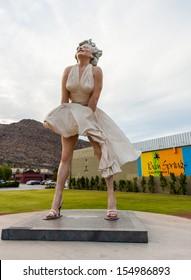 PALM SPRING, CALIFORNIA, SEPTEMBER 22: The statue Forever Marilyn on September 22, 2012 in Palm Spring California. Forever Marilyn is a giant statue of Marilyn Monroe designed by Seward Johnson.