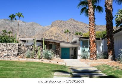 Palm Springs california 28 september 2017 Mid century house with a desert mountain backdrop