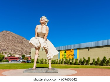 PALM SPRINGS, USA - APRIL 10: Marilyn Monroe sculpture in Palm Springs, California, United States on April 10, 2013. Marilyn Monroe was discovered in Palm Springs.