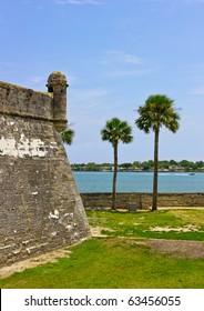 Palm trees and Fort Castillo de San Marcos , St. Augustine, Florida, US