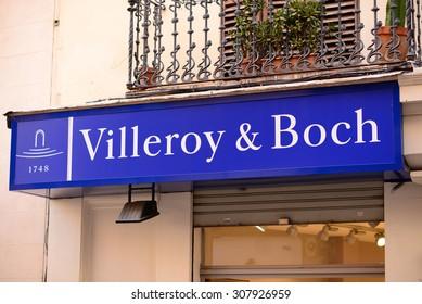 """PALMA, MALLORCA - AUGUST 03, 2015: Shop and the logo of the brand """"Villeroy&Boch"""" in Palma de Mallorca."""