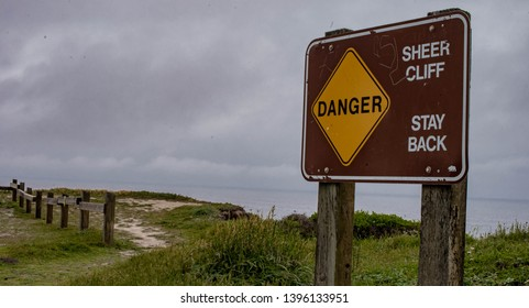Palo Alto, CA - 05 10 19:: Cliff view, sign says Danger, Sheer Cliff, Stay back