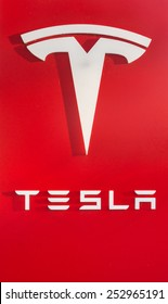 PALO ALTO, CA/USA - FEBRUARY 15: Tesla logo and showroom in Palo Alto, CA on Feb 15, 2015. It is an American company that designs, manufactures, and sells electric cars.