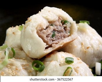 pan fried pork bun,Shui jian bao