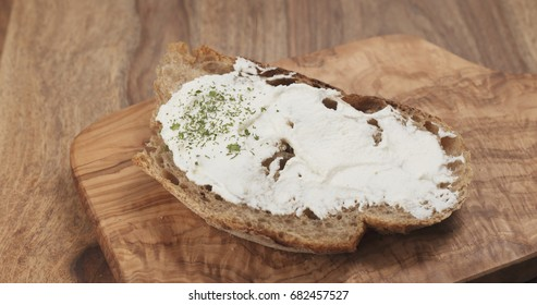 Pan slow motion of arugula fall on rustic bread with ricotta cheese