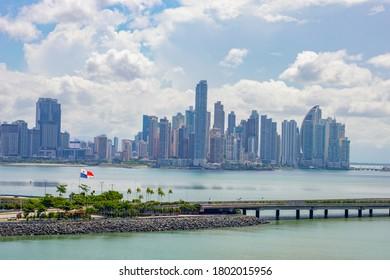Panama Skyine at cinta costera 3, flag and bay