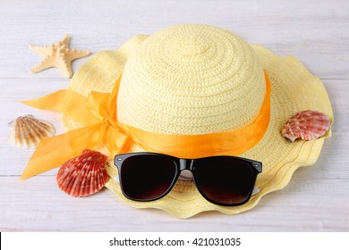 Panama with sunglasses on a wooden table