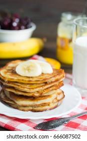 pancake with banana and honey