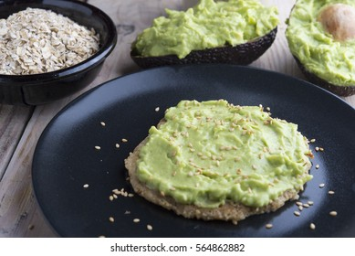 Pancake of oats and guacamole