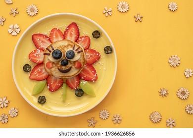 Pfannkuchen mit Beeren für Kinder