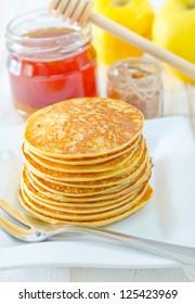 pancakes with honey