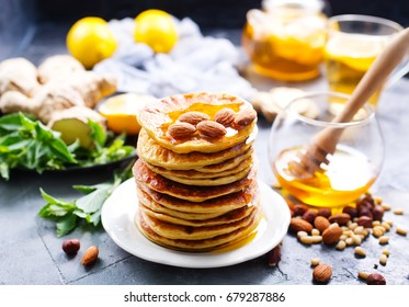 pancakes with honey and nuts