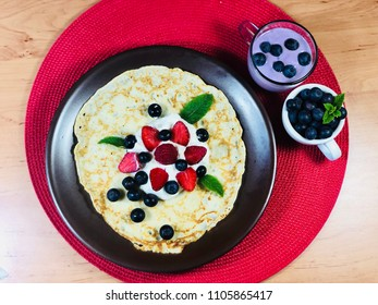 pancakes with summer fruits