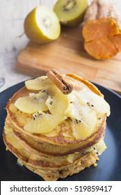 Pancakes of yam and kiwi