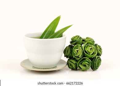 Pandan leaves, Fragrant pandan medicinal properties. (Boiled water from the leaves)