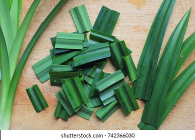 Pandan leaves are used to wrap chicken, meat, fish, and desserts before they are barbecued or steamed. Pandan leaves have a naturally sweet taste and soft aroma.