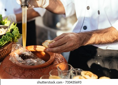Panipuri consists of a round, hollow puri, fried crisp and filled with a mixture of flavored water, tamarind chutney, chili, chaat masala, potato, onion and chickpeas.
