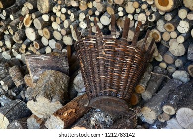 Pannier put on a pile of logs