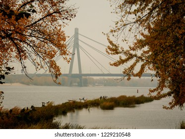 Panorama of the bridge over the river, bridge, river, autumn, travel, vacation, park, beach, sadness, longing, landscape, nature, trees, water, yellow leaves, cloudy weather, fog