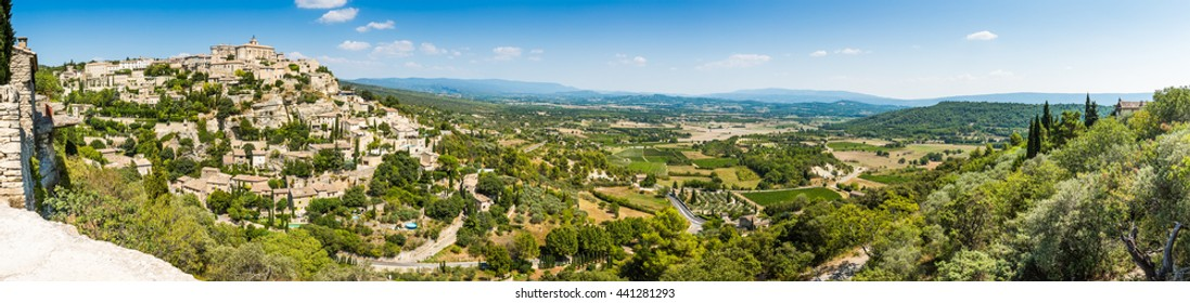 Panorama of city of Gordes, situated on the hills in Provance, in the Vaucluse department