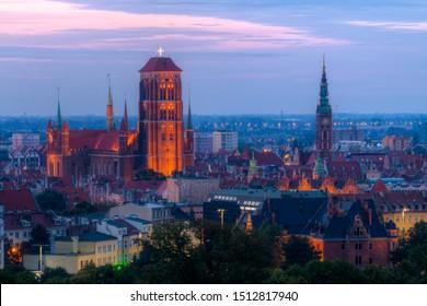 Panorama de la ville au lever du soleil vu de Gora Gradowa. Gdańsk, Pologne.