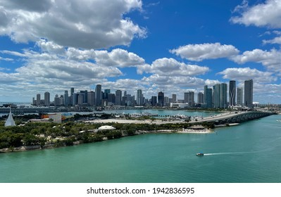 Panorama of downtown Miami as seen from Venetian Way.
