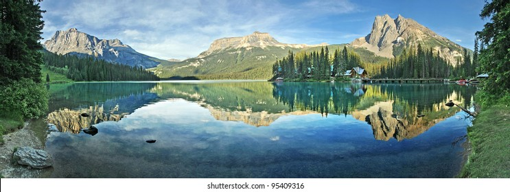 Panorama of Emerald Lake, Yoho National Park, British Columbia, Canada.