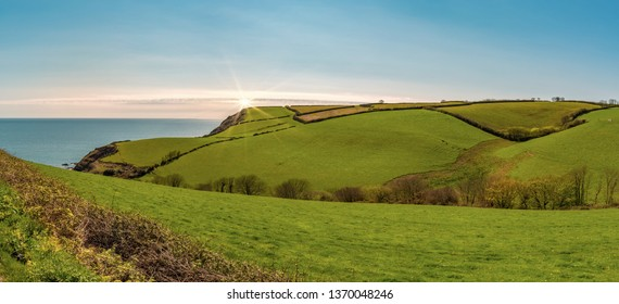 Panorama - Green, lush meadows and hills in Cornwall