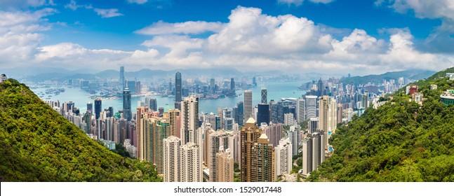 Panorama des Geschäftsviertels von Hongkong in einem Sommertag