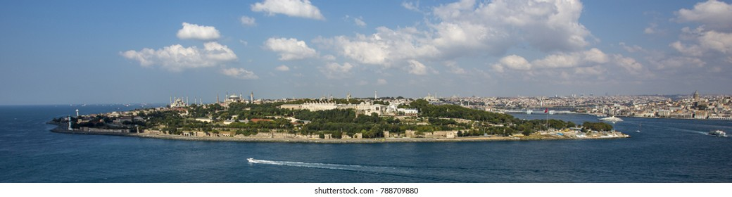 Panorama of Istanbul with Hagia Sophia, Blue Mosque and Topkapi Palace, Istanbul, Turkey.