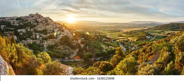 Panorama of Luberon Valley and Gordes at the sunrise. Beautiful scenic view of Gordes, a idyllic hilltop village in Provence, Luberon, Vaucluse, France