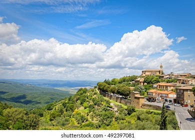 Panorama of Montalcino, in Tuscany, famous for its Brunello wine